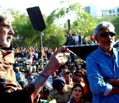Amitabh,Kareena And Prakash Among The Crowd On The Sets Of Satyagraha