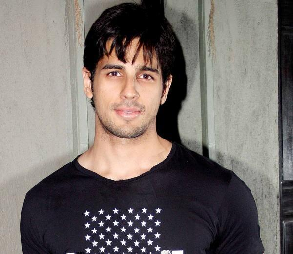 Sidharth Malhotra Handsome Look At The Strut Dance Academy