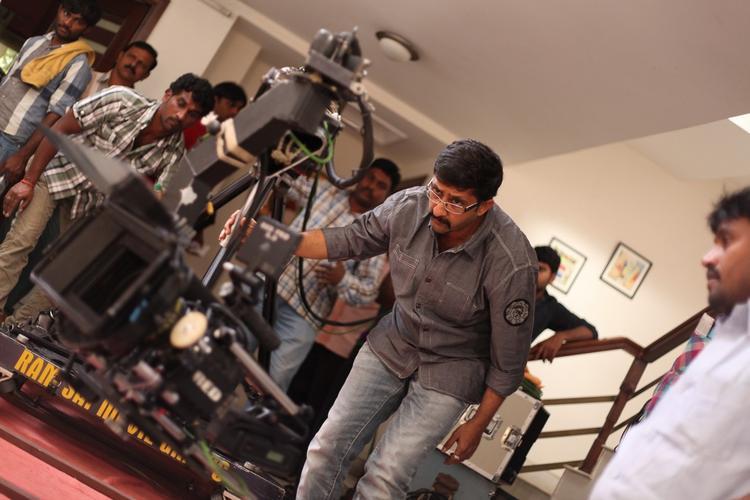 Director Teja Camera Roll On Photo Still From Movie 1000 Abaddalu Location