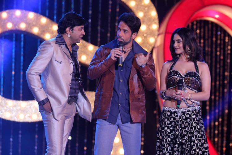 Tusshar Kapoor And Sunny Leone On The Stage At The Music Launch Of Shootout At Wadala