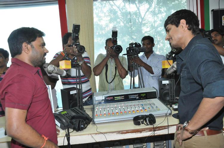 Maruti And Siddharth Conversation Photo Clicked At Udhayam NH4 Movie Audio Launch