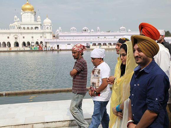 Veena Malik Spotted At Gurudwara To Offer Prayer