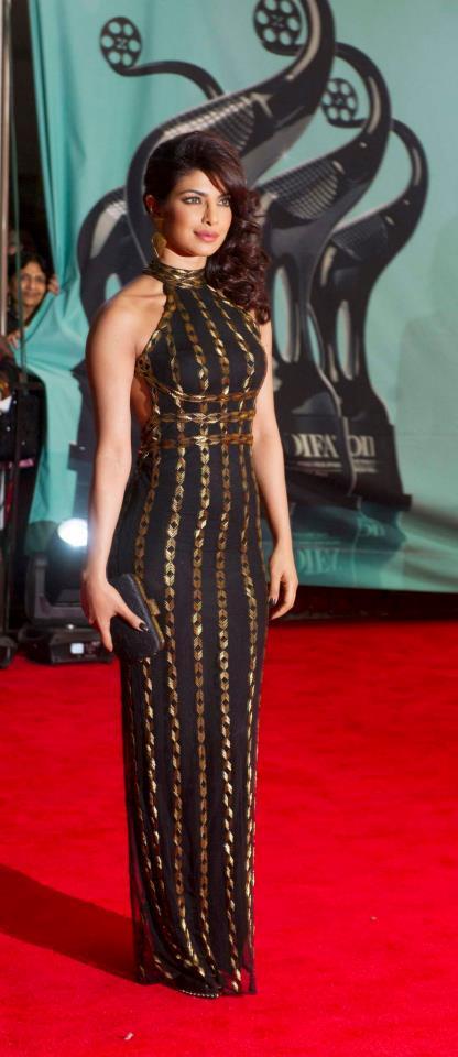 Priyanka Chopra Fashionable Look In Red Carpet At TOIFA 2013
