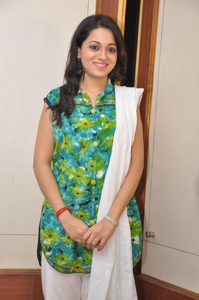 Reshma Dazzling Look At Jai Sriram Movie Platinum Disc Function