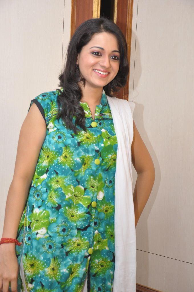 Reshma Flashes Smiling Look At Jai Sriram Movie Platinum Disc Function