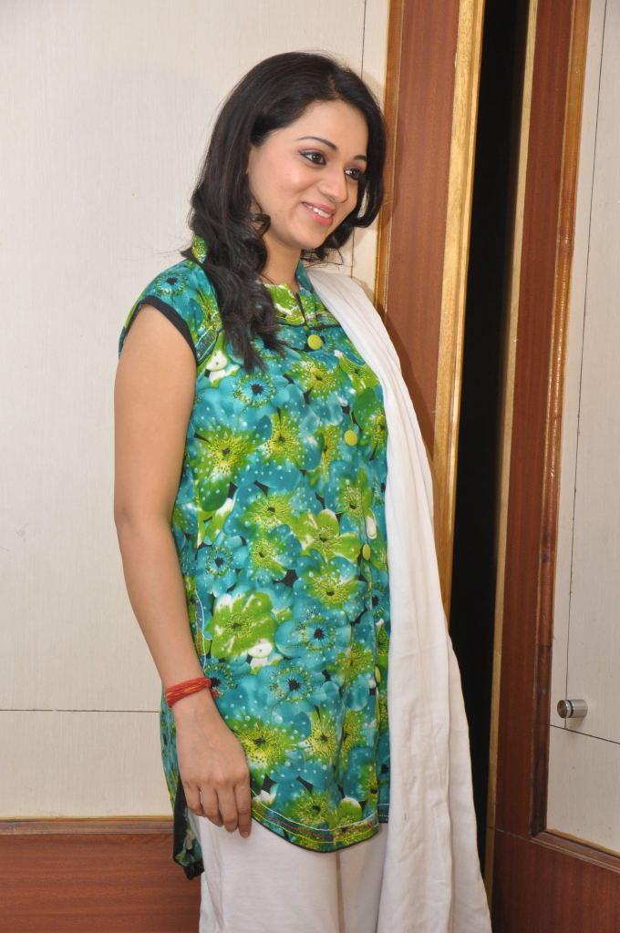 Reshma Glorious Face Look At Jai Sriram Movie Platinum Disc Function