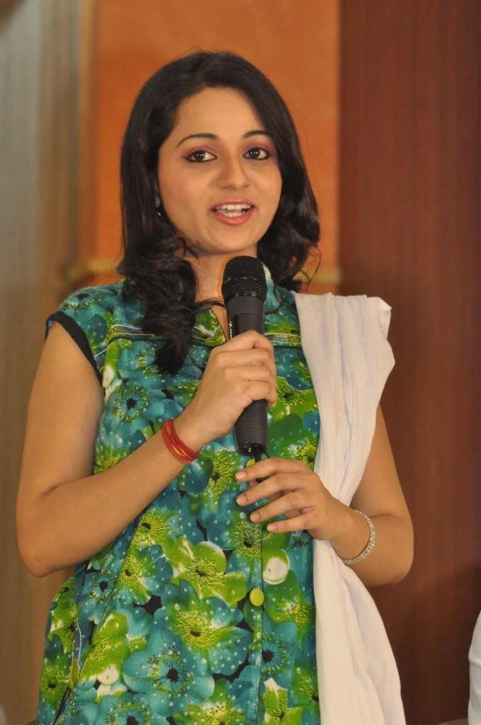 Reshma Nice Look At Jai Sriram Movie Platinum Disc Function