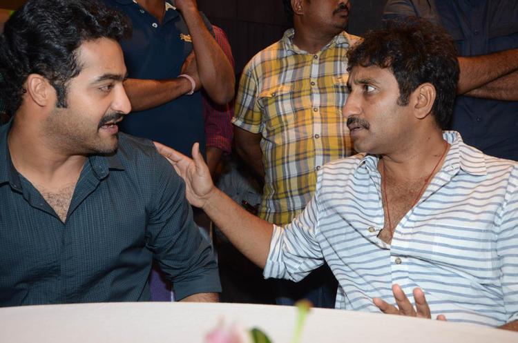 Jr.NTR And Srinu Cute Look At Baadshah Movie Success Meet