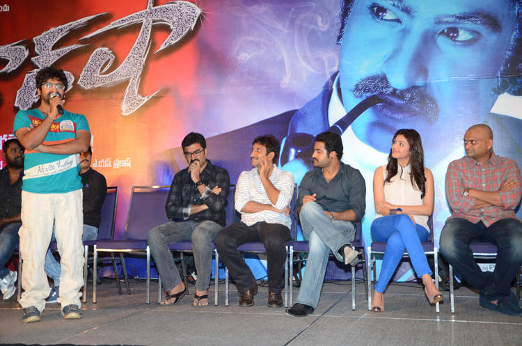 Srinu,Jr.NTR,Kajal And Bandla Ganesh On Stage At Baadshah Movie Success Meet