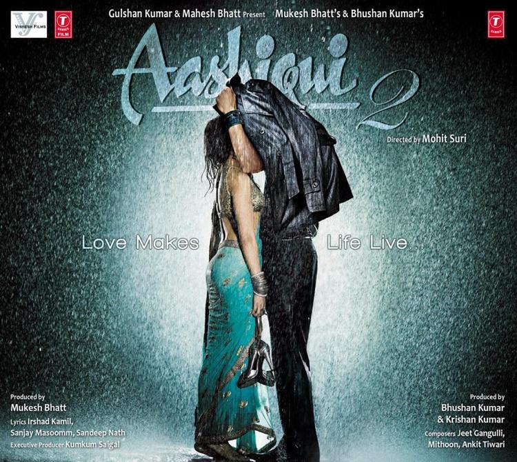 Aditya And Shraddha Romantic Look In Aashiqui 2 Movie Poster
