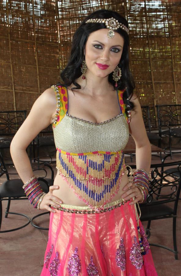 Yana Posed For Camera During Dussehra Movie Special Song Shoot For Holi
