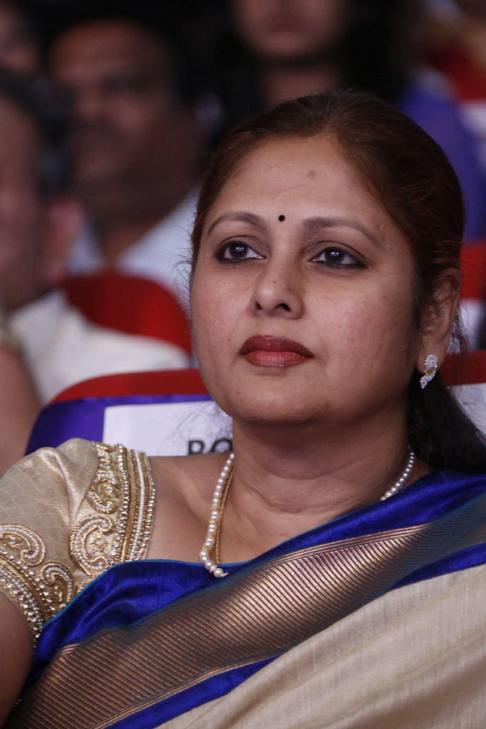 Jayasudha Dazzling And Gorgeous Look At TSR TV9 Film Awards Function 2013