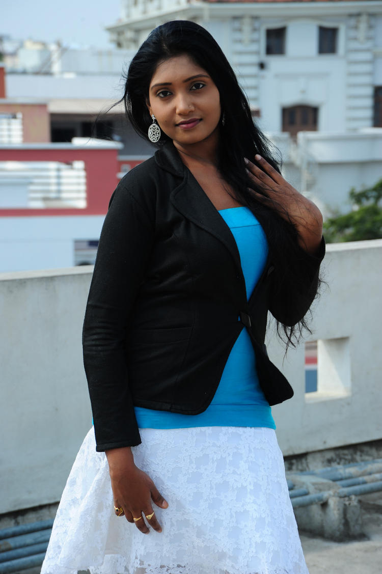 Tanusha Nice Look Still From Amma Nanna Oorelithe Movie