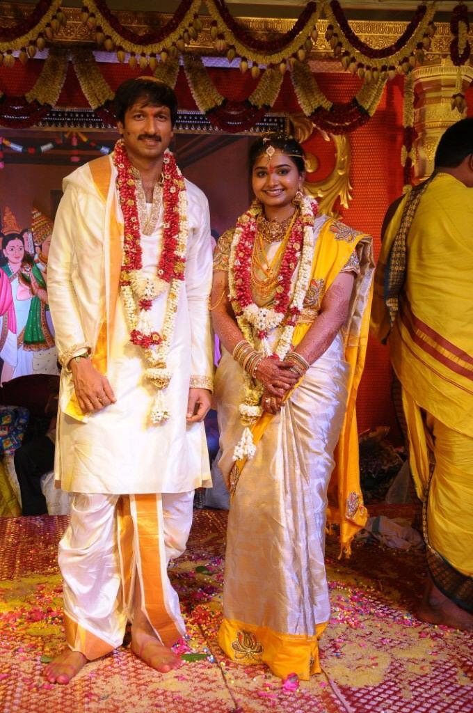 Tollywood Hero Gopi And Reshma Nice Pose For Photo Shoot At Their Wedding