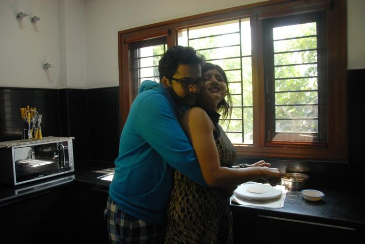 Sivaji And Sona Chabra Sexy Still In Movie Aasa Dosa Appadam
