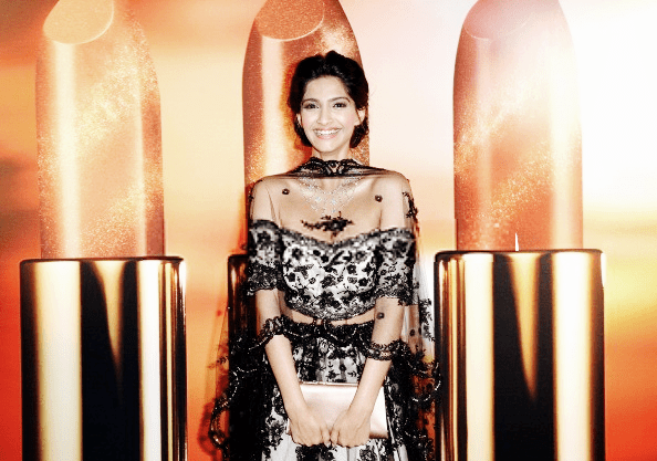 Sonam Kapoor Smiling Pose At The Chopard Party At Cannes 2013