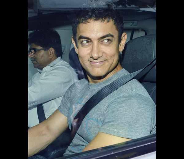 Aamir Khan Sweet Pic At Karan's Birthday Bash