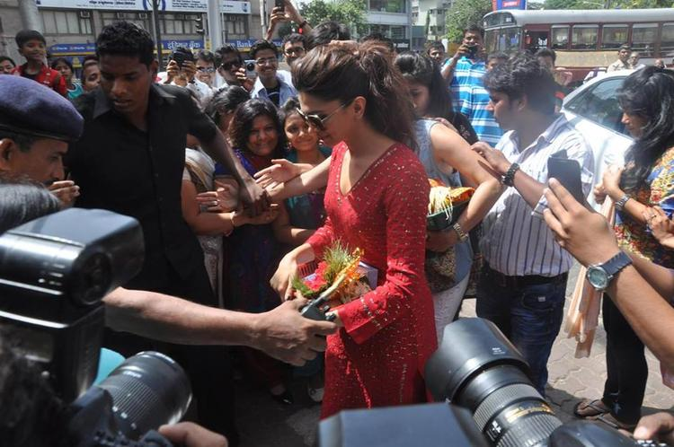 Deepika At Siddhi Vinayak Temple  For Released YJHD Movie Success