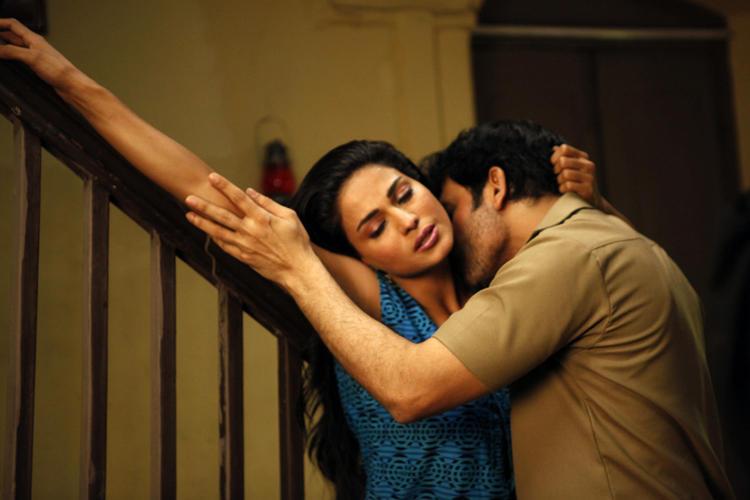 Veena Malik And Rajan Hot Kissing Pic In Rangeela Movie