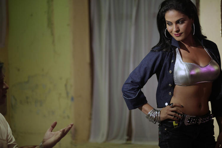 Veena Malik Exposing Her Sexy Things In New Telugu Film Rangeela
