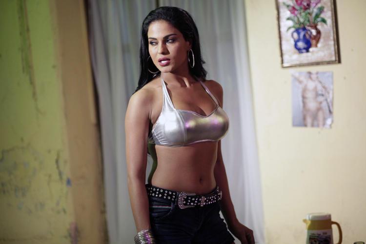 Veena Malik Sexy Navel Exposing Pic In Telugu Movie Rangeela