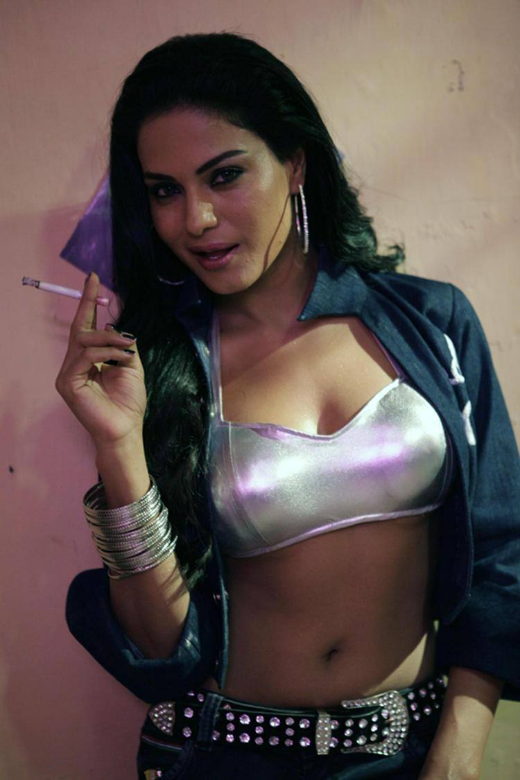 Veena Malik Smoking Hot Pic From The Telugu Movie Rangeela