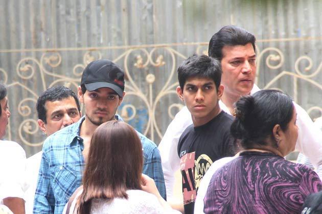 Aditya Pancholi And His Son Suraj Spotted At Funeral Of Jiah Khan