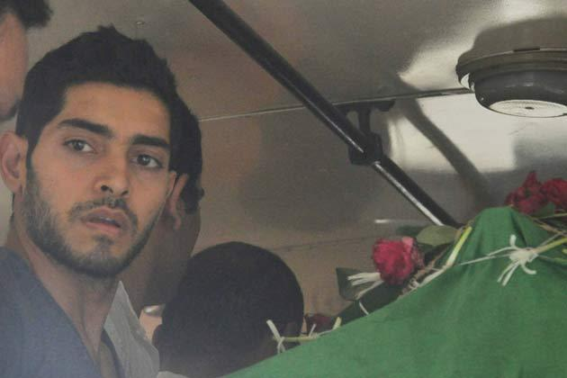 Hot Bollywood Actress Jiah Khan Funeral Still