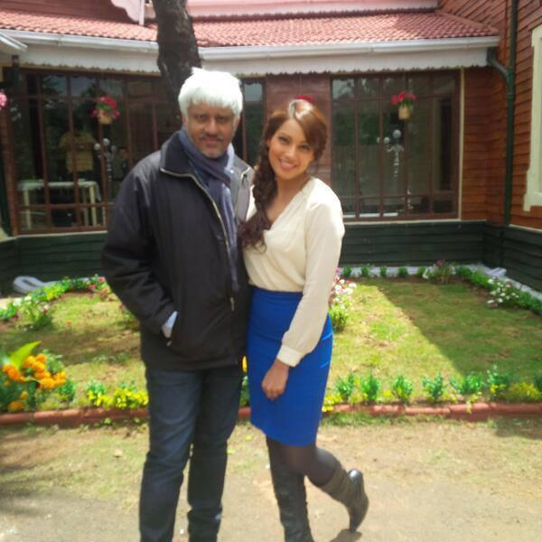 Vikram And Bipasha Posed For Camera On The Sets Of Creature