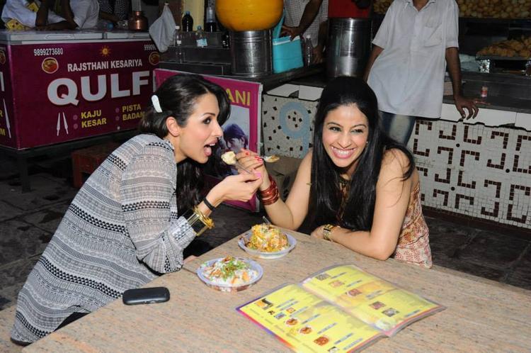 Malaika Arora Having Fun With A Fan In Delhi