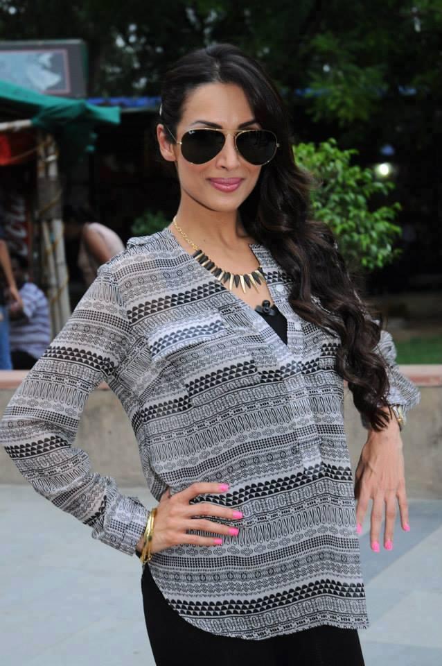 Sizzling Munni Of Bollywood Malaika Pose To Photo Shoot In Delhi