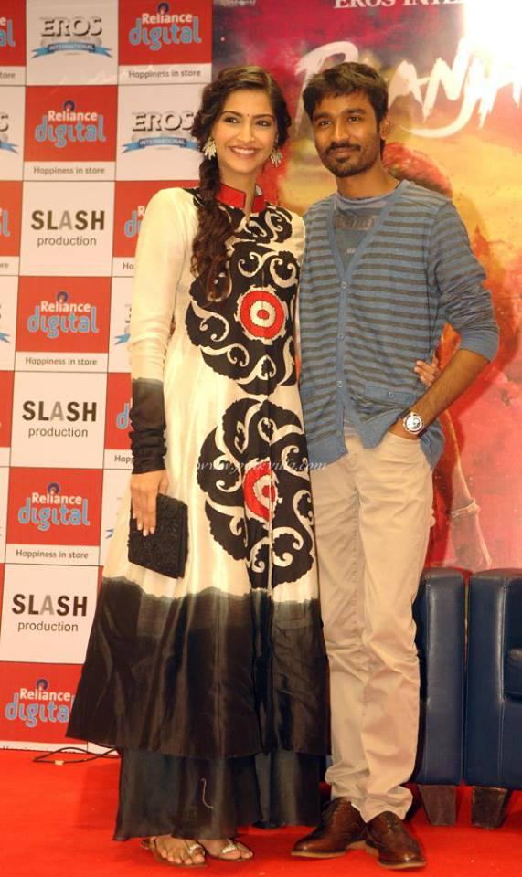 Sonam And Dhanush Posed In Red Carpet During The Promotion Of Raanjhanna In Reliance Digital Store At Infinity Mall