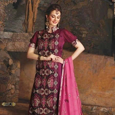 Evelyn Sharma Simple Pose Photo Shoot For An Indian Designer Wear