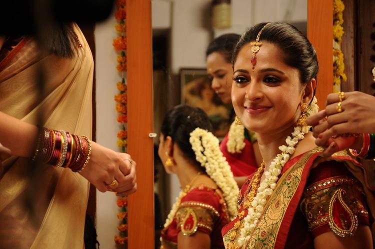 Anushka Shetty Traditional Beautiful Look Still From Singam II Movie