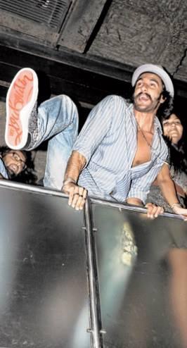 Ranveer Singh Cooled Performance At The Park Hotel In Kolkata