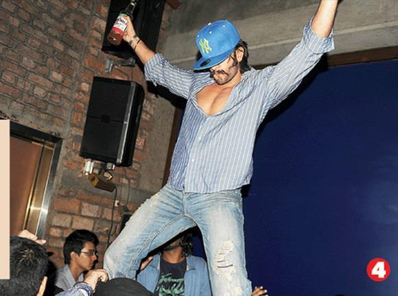 Ranveer Singh Spotted On The Stage Where He Performed Dance At The Park Hotel In Kolkata
