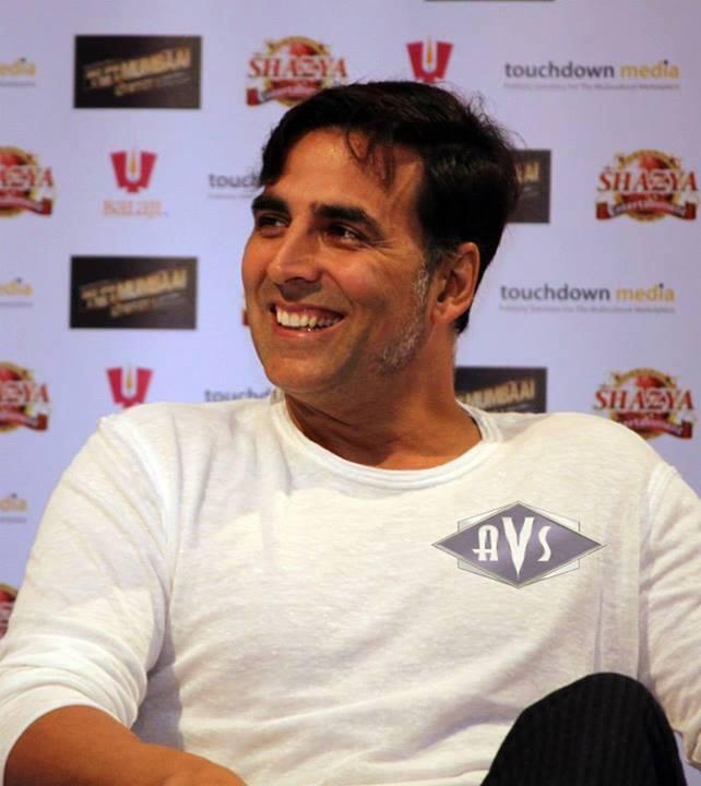 Akshay Kumar Smiling Pic During The Press Conference Of OUATIMA