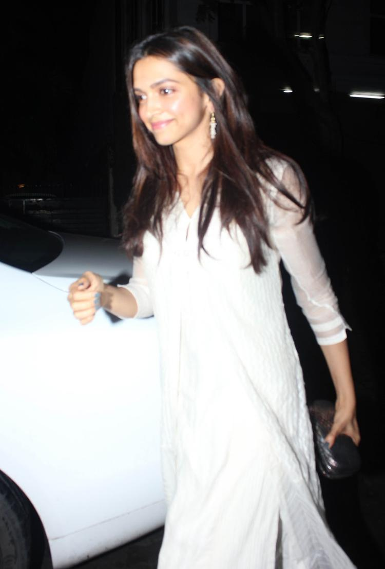 Deepika Padukone Gorgeous Pic In Sleevefull White Dress At Arjun Kapoor's Birthday Bash