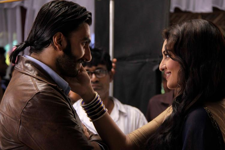 Ranveer And Sonakshi On The Sets Of Uttaran To Promote The Film Lootera