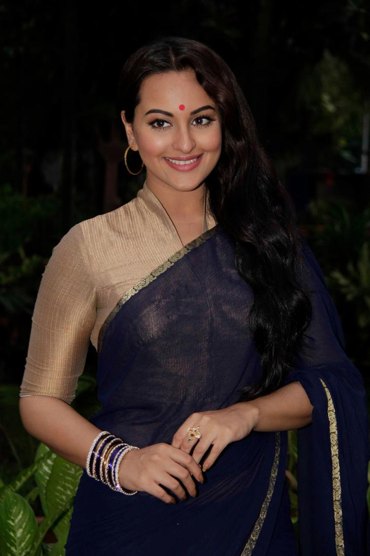 Sonakshi Sinha Glamoured Look During The Promotion Of Looters On The Sets Of Uttaran