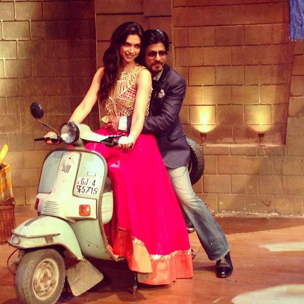 Deepika And SRK Cool Pose In Scooter On The Sets Of Comedy Nights With Kapil