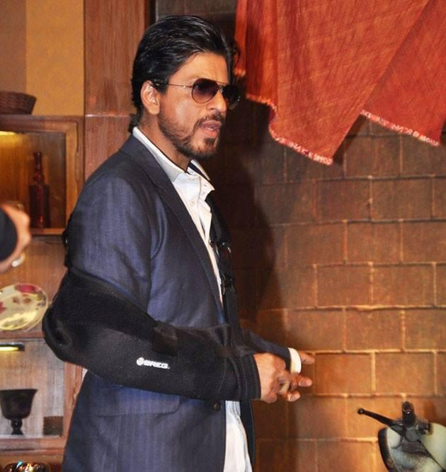 Shahrukh Khan In Suit Dappers Look On The Sets Of Comedy Nights With Kapil