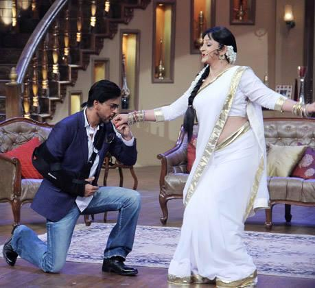 SRK Goes On His Knees For Upasana On The Sets Of Comedy Nights With Kapil