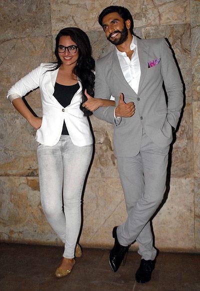Sonakshi Sinha And Ranveer Singh Cool Posed At The Special Screening Of Lootera Movie