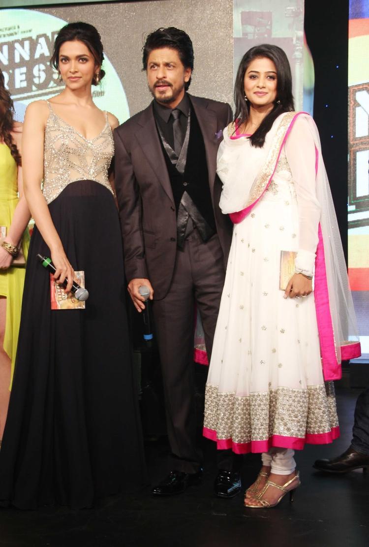 Deepika,SRK And Priyamani Clicked At The Music Launch Of Chennai Express
