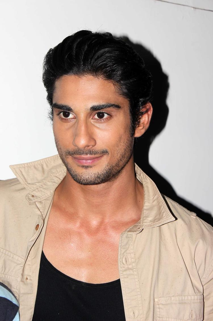 Prateik Babbar Nice Dazzling Look On The Sets Of Amita Ka Amit During The Promotion Of Issaq Movie
