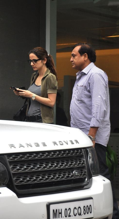 Suzanne Roshan Outside Of The Hinduja Hospital