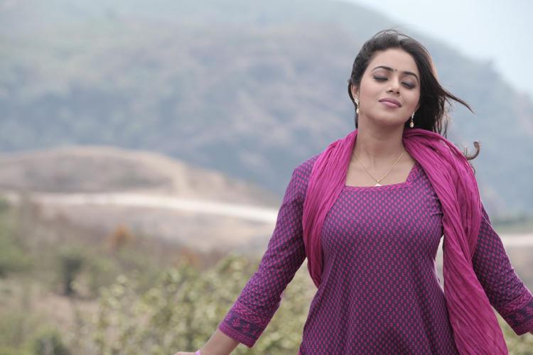 Poorna Sexy Hot Look Still From Telugulo Naaku Nachani Padam Prema Movie