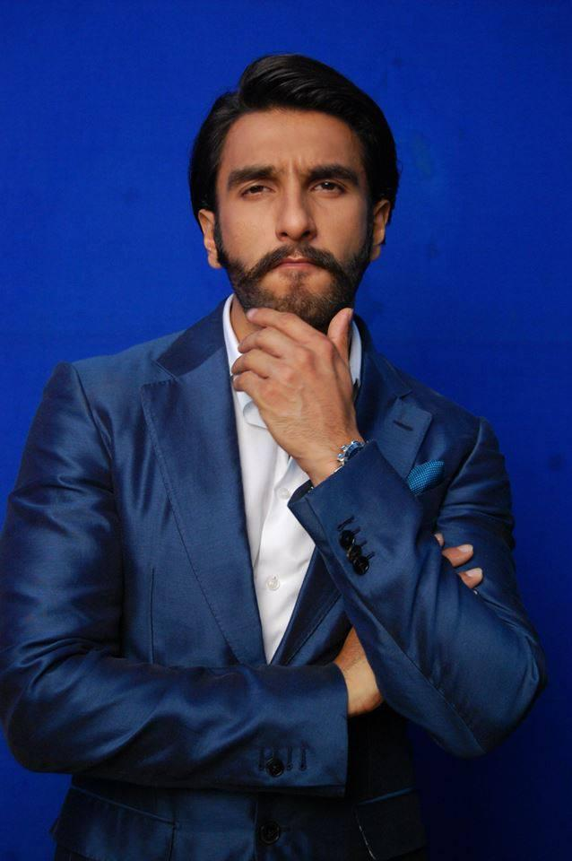 Ranveer Singh Posed For Camera On Behind The Scenes At Comedy Night With Kapil Show