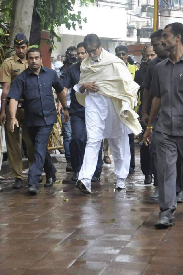 Amitabh Bachchan Snapped To Pays Last Respect Veteran Actor Pran